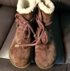 Ugg ankle boots size 5